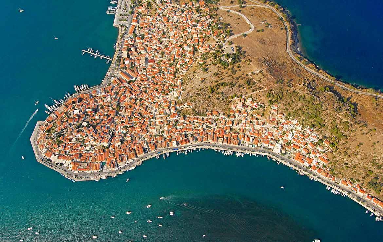 insula poros grecia